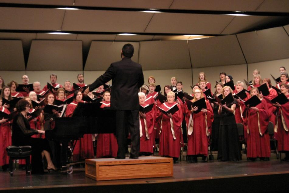 This+is+the+Choral+Union+in+action.+The+Chamber+Singers+are+in+black+and+the+Chorale+members+are+in+crimson.